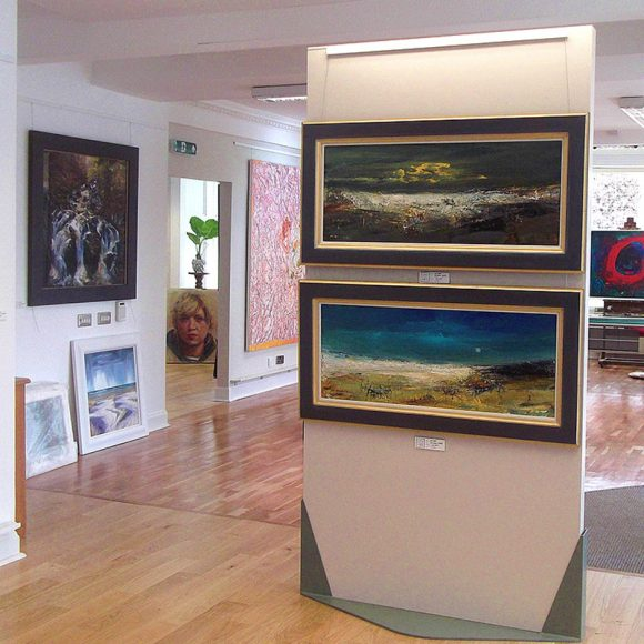New Perth Gallery Brings in the Summer